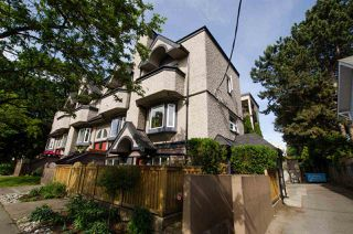 "Photo 3: 2312 VINE Street in Vancouver: Kitsilano Townhouse for sale in ""7TH & VINE"" (Vancouver West)  : MLS®# R2377630"