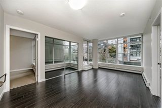 "Photo 3: 359 108 W 1ST Avenue in Vancouver: False Creek Condo for sale in ""WALL CENTRE FALSE CREEK"" (Vancouver West)  : MLS®# R2411959"