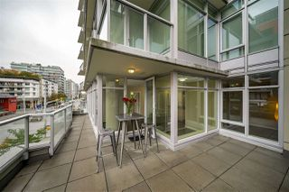 "Photo 17: 359 108 W 1ST Avenue in Vancouver: False Creek Condo for sale in ""WALL CENTRE FALSE CREEK"" (Vancouver West)  : MLS®# R2411959"