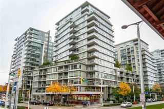 "Photo 1: 359 108 W 1ST Avenue in Vancouver: False Creek Condo for sale in ""WALL CENTRE FALSE CREEK"" (Vancouver West)  : MLS®# R2411959"
