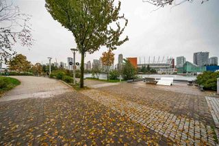"Photo 19: 359 108 W 1ST Avenue in Vancouver: False Creek Condo for sale in ""WALL CENTRE FALSE CREEK"" (Vancouver West)  : MLS®# R2411959"