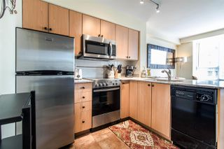 """Photo 7: 311 910 BEACH Avenue in Vancouver: Yaletown Condo for sale in """"Meridian"""" (Vancouver West)  : MLS®# R2449124"""