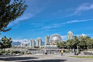 """Photo 15: 503 1788 COLUMBIA Street in Vancouver: False Creek Condo for sale in """"EPIC AT WEST"""" (Vancouver West)  : MLS®# R2466069"""
