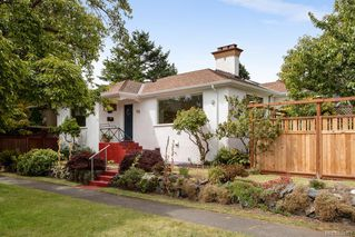 Photo 2: 50 Cambridge St in Victoria: Vi Fairfield West Half Duplex for sale : MLS®# 844807