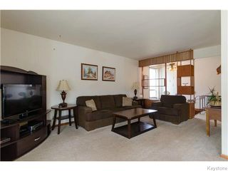 Photo 4: 489 Daer Boulevard in Winnipeg: Westwood / Crestview Residential for sale (West Winnipeg)  : MLS®# 1609886