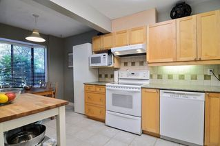 Photo 3: 28 1141 EAGLERIDGE Drive in Coquitlam: Eagle Ridge CQ Townhouse for sale : MLS®# R2103152