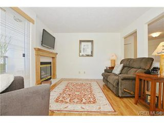 Photo 3: 204 1801 Fern St in VICTORIA: Vi Jubilee Condo Apartment for sale (Victoria)  : MLS®# 740827