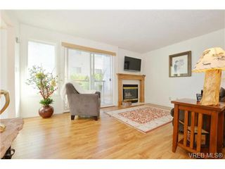 Photo 2: 204 1801 Fern St in VICTORIA: Vi Jubilee Condo Apartment for sale (Victoria)  : MLS®# 740827