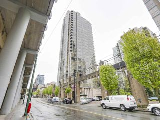 "Photo 15: 2202 930 CAMBIE Street in Vancouver: Yaletown Condo for sale in ""PACIFIC PLACE LANDMARK 2"" (Vancouver West)  : MLS®# R2161898"