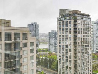 "Photo 14: 2202 930 CAMBIE Street in Vancouver: Yaletown Condo for sale in ""PACIFIC PLACE LANDMARK 2"" (Vancouver West)  : MLS®# R2161898"