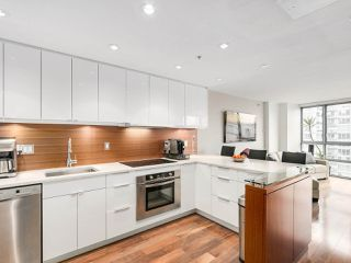 "Photo 1: 2202 930 CAMBIE Street in Vancouver: Yaletown Condo for sale in ""PACIFIC PLACE LANDMARK 2"" (Vancouver West)  : MLS®# R2161898"