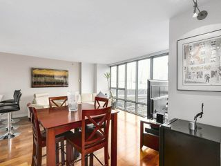 "Photo 7: 2202 930 CAMBIE Street in Vancouver: Yaletown Condo for sale in ""PACIFIC PLACE LANDMARK 2"" (Vancouver West)  : MLS®# R2161898"