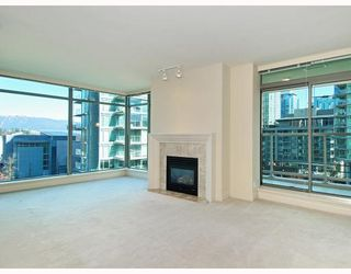 "Photo 6: 405 1680 BAYSHORE Drive in Vancouver: Coal Harbour Condo for sale in ""BAYSHORE GARDENS"" (Vancouver West)  : MLS®# R2173851"
