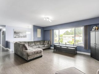 Photo 2: 1446 MCDONALD Place in Port Coquitlam: Lower Mary Hill House for sale : MLS®# R2187776