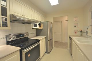 Photo 5: 323 5900 DOVER Crescent in Richmond: Riverdale RI Condo for sale : MLS®# R2193226