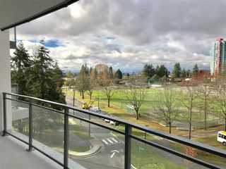"""Photo 9: 604 4900 LENNOX Lane in Burnaby: Metrotown Condo for sale in """"PARK METROTOWN"""" (Burnaby South)  : MLS®# R2222258"""