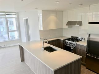 """Photo 5: 604 4900 LENNOX Lane in Burnaby: Metrotown Condo for sale in """"PARK METROTOWN"""" (Burnaby South)  : MLS®# R2222258"""