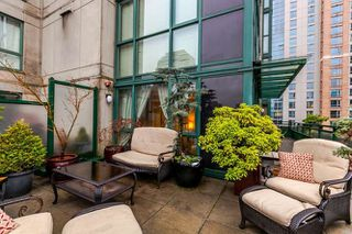 "Photo 3: 801 289 DRAKE Street in Vancouver: Yaletown Condo for sale in ""PARKVIEW TOWER"" (Vancouver West)  : MLS®# R2234032"