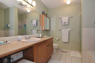 """Photo 13: 33 21848 50 Avenue in Langley: Murrayville Townhouse for sale in """"Cedar Crest"""" : MLS®# R2282232"""