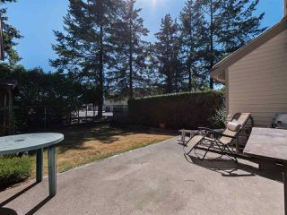 "Photo 13: 6051 W GREENSIDE Drive in Surrey: Cloverdale BC Townhouse for sale in ""Greenside Estates"" (Cloverdale)  : MLS®# R2294928"