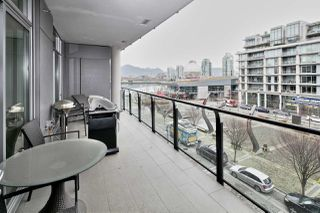 "Photo 11: 404 1625 MANITOBA Street in Vancouver: False Creek Condo for sale in ""SHORELINE @ THE VILLAGE ON FALSE CREEK"" (Vancouver West)  : MLS®# R2310552"