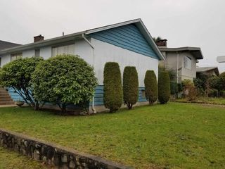 Photo 3: 7209 LANCASTER Place in Vancouver: Fraserview VE House for sale (Vancouver East)  : MLS®# R2328531