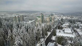 "Photo 10: 2709 3093 WINDSOR Gate in Coquitlam: New Horizons Condo for sale in ""THE WINDSOR BY POLYGON"" : MLS®# R2340813"