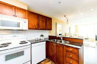 """Photo 3: 206 3089 OAK Street in Vancouver: Fairview VW Condo for sale in """"The Oaks"""" (Vancouver West)  : MLS®# R2363391"""