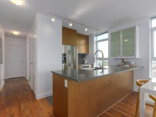 """Photo 6: 702 250 E 6TH Avenue in Vancouver: Mount Pleasant VE Condo for sale in """"The District"""" (Vancouver East)  : MLS®# R2386301"""