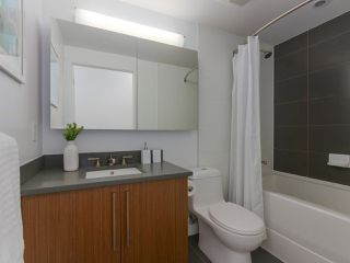 """Photo 11: 702 250 E 6TH Avenue in Vancouver: Mount Pleasant VE Condo for sale in """"The District"""" (Vancouver East)  : MLS®# R2386301"""