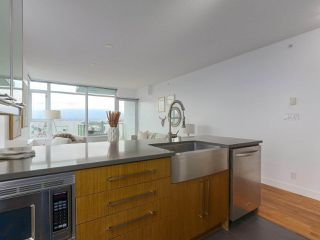 """Photo 8: 702 250 E 6TH Avenue in Vancouver: Mount Pleasant VE Condo for sale in """"The District"""" (Vancouver East)  : MLS®# R2386301"""