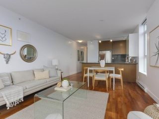 """Photo 2: 702 250 E 6TH Avenue in Vancouver: Mount Pleasant VE Condo for sale in """"The District"""" (Vancouver East)  : MLS®# R2386301"""