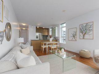 """Photo 3: 702 250 E 6TH Avenue in Vancouver: Mount Pleasant VE Condo for sale in """"The District"""" (Vancouver East)  : MLS®# R2386301"""