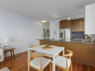 """Photo 5: 702 250 E 6TH Avenue in Vancouver: Mount Pleasant VE Condo for sale in """"The District"""" (Vancouver East)  : MLS®# R2386301"""