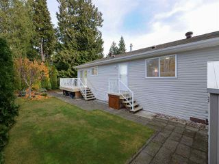 "Photo 2: 113 4510 SUNSHINE COAST Highway in Sechelt: Sechelt District Manufactured Home for sale in ""BIG MAPLES"" (Sunshine Coast)  : MLS®# R2418771"