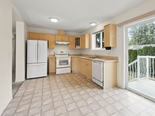 "Photo 5: 113 4510 SUNSHINE COAST Highway in Sechelt: Sechelt District Manufactured Home for sale in ""BIG MAPLES"" (Sunshine Coast)  : MLS®# R2418771"