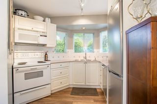 Photo 1: 101 131 W 20TH Street in North Vancouver: Central Lonsdale Condo for sale : MLS®# R2426540