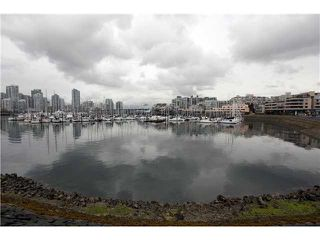 "Photo 1: 824 MILLBANK in Vancouver: False Creek Townhouse for sale in ""HEATHER POINT"" (Vancouver West)  : MLS®# V886273"