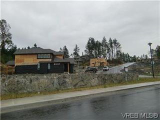 Photo 3: 3677 Coleman Pl in VICTORIA: Co Latoria Single Family Detached for sale (Colwood)  : MLS®# 582104