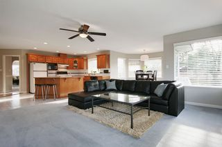 "Photo 10: 6135 185A Street in Surrey: Cloverdale BC House for sale in ""EAGLE CREST"" (Cloverdale)  : MLS®# F1402366"