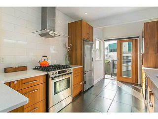 """Photo 7: 1124 E 19TH Avenue in Vancouver: Knight House for sale in """"CEDAR COTTAGE"""" (Vancouver East)  : MLS®# V1089954"""