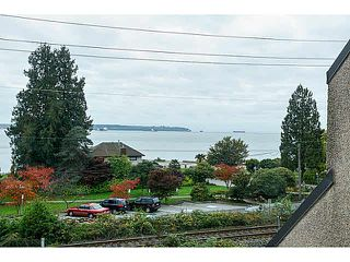 "Photo 10: 304 2471 BELLEVUE Avenue in West Vancouver: Dundarave Condo for sale in ""OCEAN PARK"" : MLS®# V1092449"