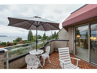 "Photo 1: 304 2471 BELLEVUE Avenue in West Vancouver: Dundarave Condo for sale in ""OCEAN PARK"" : MLS®# V1092449"