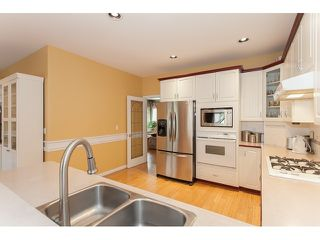 "Photo 11: 73 5811 122 Street in Surrey: Panorama Ridge Townhouse for sale in ""Lakebridge"" : MLS®# R2045411"