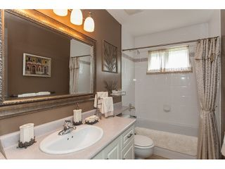 "Photo 15: 73 5811 122 Street in Surrey: Panorama Ridge Townhouse for sale in ""Lakebridge"" : MLS®# R2045411"