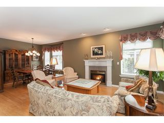 "Photo 3: 73 5811 122 Street in Surrey: Panorama Ridge Townhouse for sale in ""Lakebridge"" : MLS®# R2045411"