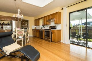 Photo 1: 14214 20 AVENUE in South Surrey White Rock: Home for sale : MLS®# R2031810