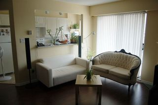 """Photo 3: 302 1035 AUCKLAND Street in New Westminster: Uptown NW Condo for sale in """"Queens Terrace"""" : MLS®# R2299655"""