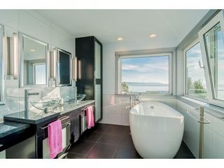 Photo 16: 15083 VICTORIA Avenue: White Rock House for sale (South Surrey White Rock)  : MLS®# R2339599