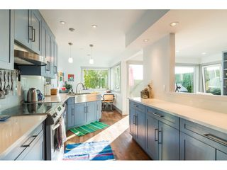 Photo 18: 15083 VICTORIA Avenue: White Rock House for sale (South Surrey White Rock)  : MLS®# R2339599